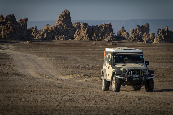 lake abbe jeep rock formations 720x480