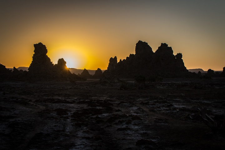 lake abbe sunrise rocks 720x480