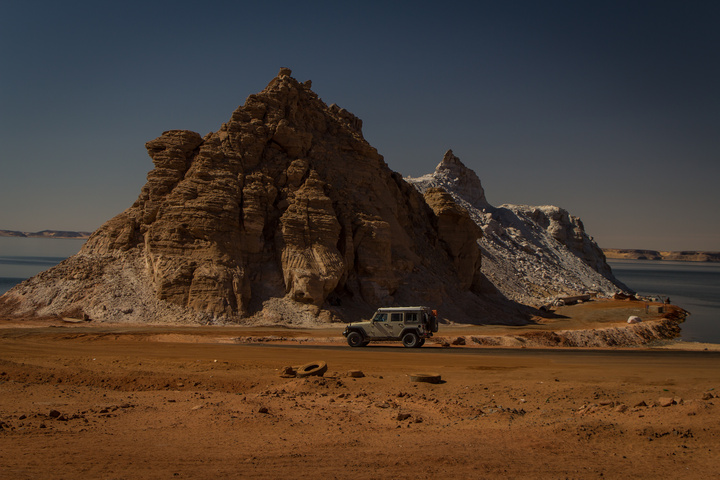 egypt rocks jeep 720x480