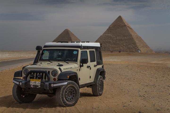 giza pyramids jeep 720x480