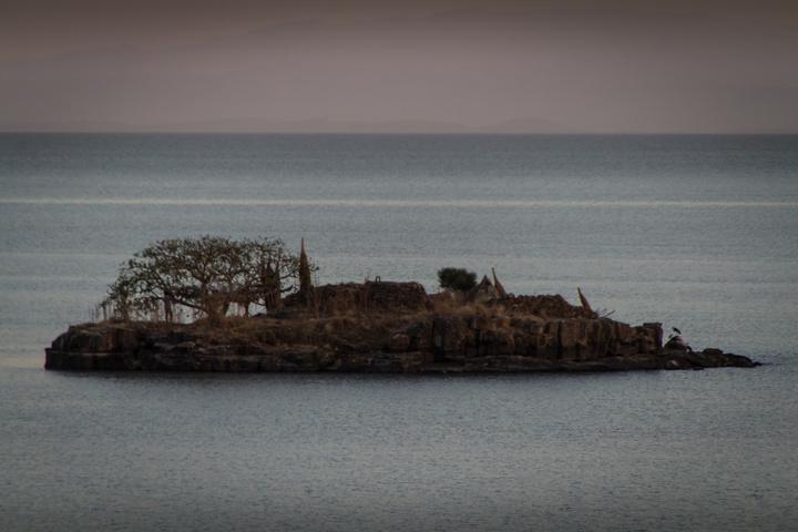 lake tana island 720x480