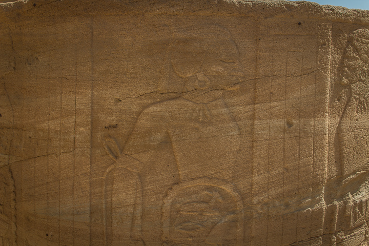 soleb prisoner carving 720x480